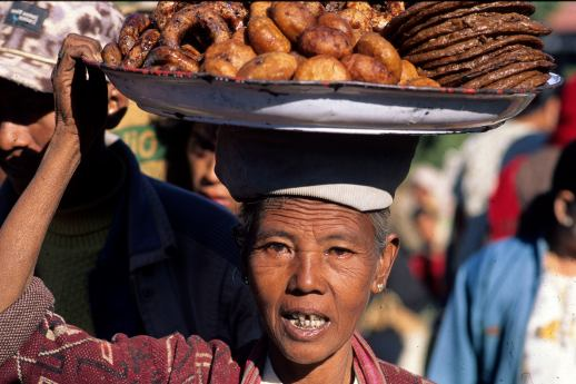 Woman carrying donuts in Kalaw, Shan State, Burma (photo by Naomi Duguid)