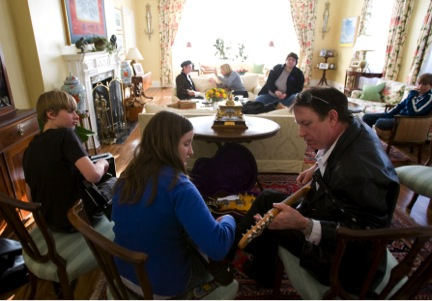 De Keyzer giving a guitar lesson at the official residence of Canada's prime minister, Stephen Harper, on Jan. 16, 2009 (photo by Deb Ransom)