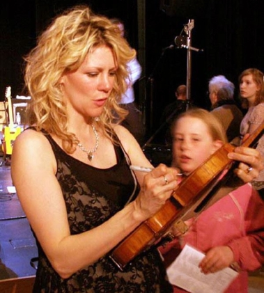 Autographing a fan's fiddle in Spencer, Wisconsin (photo by Jim Rosenberg, courtesy of Natalie MacMaster)