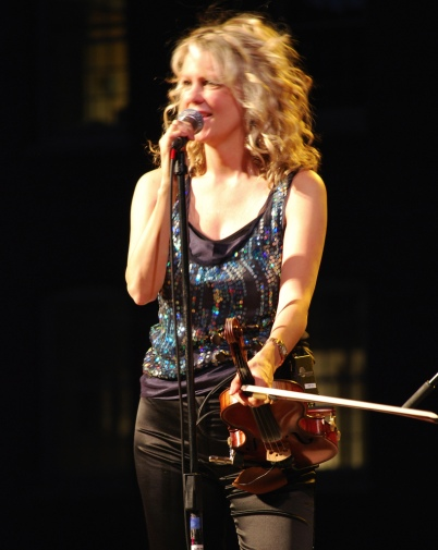Natalie MacMaster in 2007 at the Lowell Summer Music Series in Lowell, Massachussets (photo by Thom C, Flickr Creative Commons)