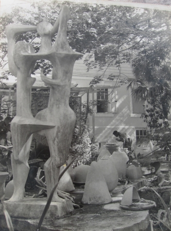 Maxwell Taylor in the Chelsea Pottery yard, late 1950s (photo courtesy of Maxwell Taylor)