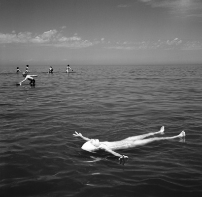 """Wilmette, IL (Girl Floating),"" June 1968, by Vivian Maier (© Vivian Maier, Stephen Bulger Gallery Collection)"