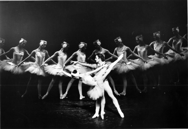 Cynthia Harvey with Mikhail Baryshnikov in Swan Lake (photo by MIRA, American Ballet Theatre)