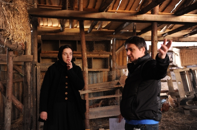 Cosmina Stratan and Cristian Mungiu on the set of Mungiu's 2012 film <em>Beyond the Hills</em> (photo by Sebastian Enache)