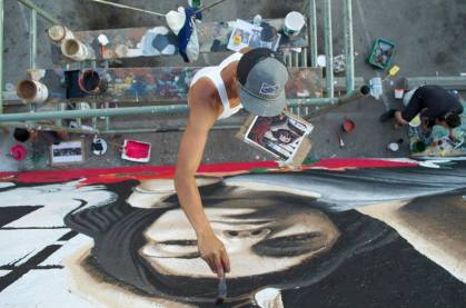 Levi Ponce painting in February 2013 (photo by Javier Martinez)