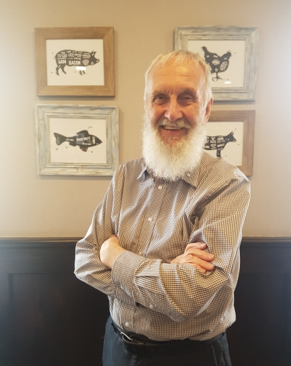 Fred Penner at Cooper's Gastropub in Ottawa, where he was interviewed for Artsmania on May 11, 2018 (photo by Anita Malhotra)