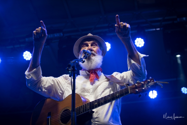 Fred Penner performing on Sept. 16, 2017 at CityFolk festival in Ottawa (photo by Michael Anderson Photography, courtesy of Fred Penner)