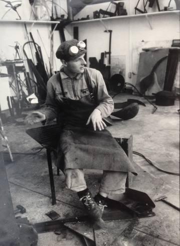 Hans Hemmert as sculpture student in 1986 at Universität der Künste Berlin (photo by Sebastian Kusenberg)