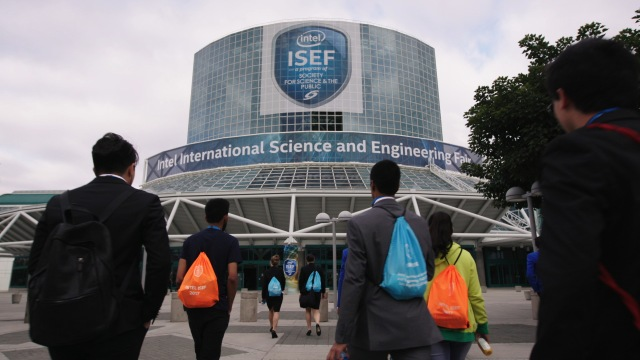 Finalists, narrowed down from more than 7 million students around the world, walking towards the 2017 Intel International Science and Engineering Fair (ISEF), held that year in Los Angeles (photo courtesy of National Geographic)