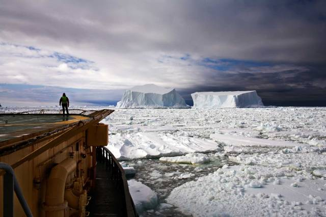 The Last Iceberg: Looking at the Icebergs near Franklin Island, Antarctica, 2006 (photo © Camille Seaman)
