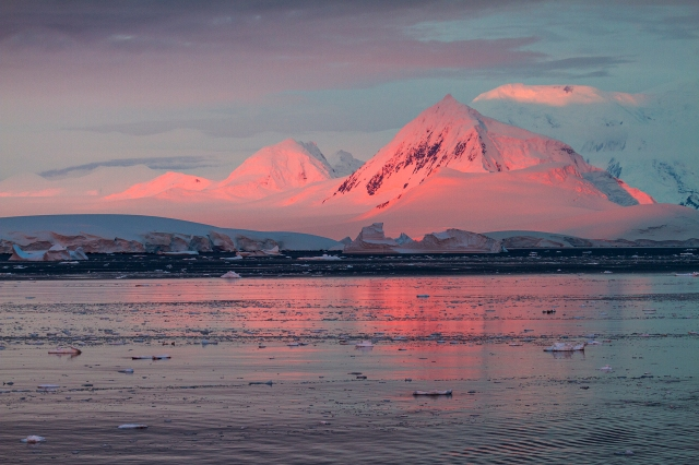 Lemaire Sunset, Lemaire Channel Alpenglow, Antarctica, Jan. 14, 2017 (photo © Camille Seaman)