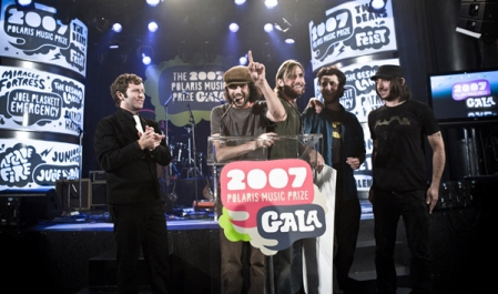 Patrick Watson and his band accepting the Polaris Music Prize in 2007 (photo by Dustin Rabin Photography)