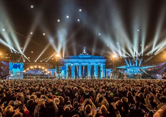 LICHTGRENZE, a citywide art installation created in 2014 by Christopher Bauder and his brother Marc Bauder to celebrate the 25th anniversary of the Berlin Wall (photo by Ralph Larmann)