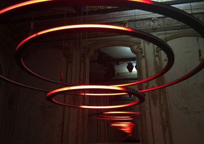 Christopher Bauder's kinetic light installation CIRCULAR at Paris' Éléphant Paname art and dance centre in 2015 (photo by WHITEvoid)
