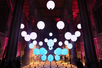 ELECTRIC MOONS by Christopher Bauder, at the St. Maria Church in Stuttgart in 2018 (photo by WHITEvoid)