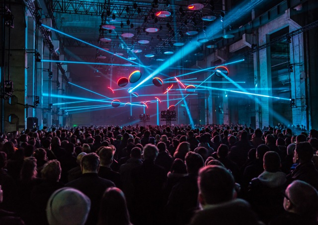 An audience experiencing SKALAR in Berlin in 2018 (photo by Ralph Larmann)