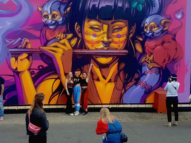 Visitors to Lollapalooza Berlin interacting with Nasca Uno's mural (photo by Anita Malhotra, Sept. 7, 2019)