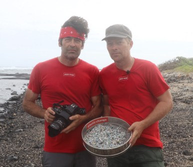 Chris Jordan with marine biologist Henrik Beha Pedersen, founder of the environment organization Plastic Change, at Kamilo Beach, Hawaii in 2016 (photo courtesy of Chris Jordan)